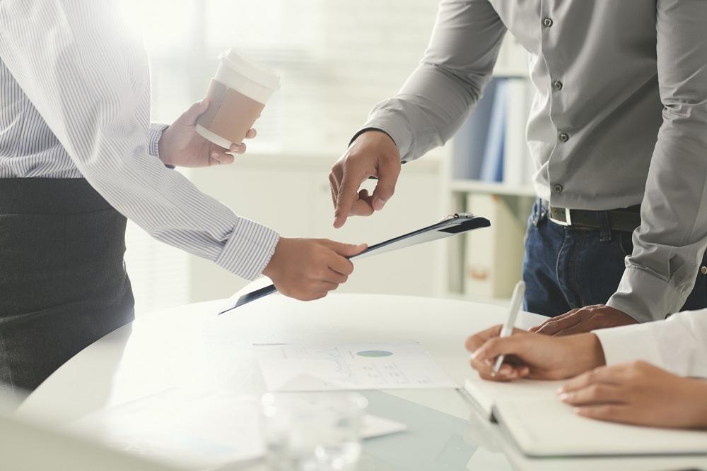 Podpowiadamy, jakie formalności trzeba spełnić i jak pomyślnie przejść proces rekrutacji, by podjąć pracę za granicą