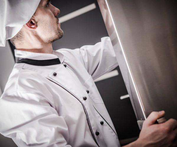 Komory chłodnicze i mroźnicze. Jakie urządzenie wybrać do restauracji?