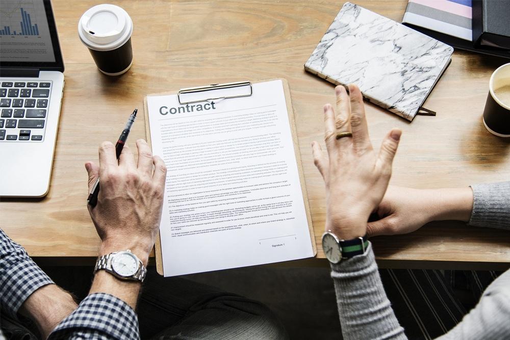 Jak sporządzić prawidłową umowę z firmą niszczącą dokumentację?