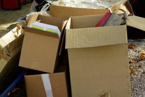Jak wykorzystać niepotrzebne kartony w firmie