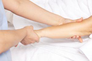 Jak objawia się martwica skóry?