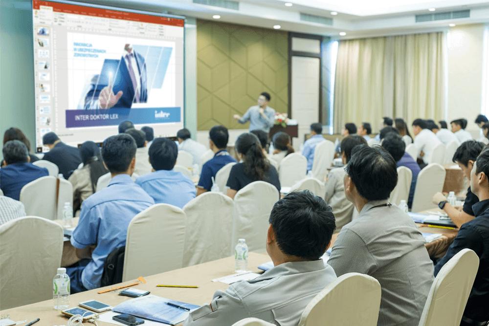 Prezentacja multimedialna na targi i konferencje – zaprezentuj swoją firmę z klasą
