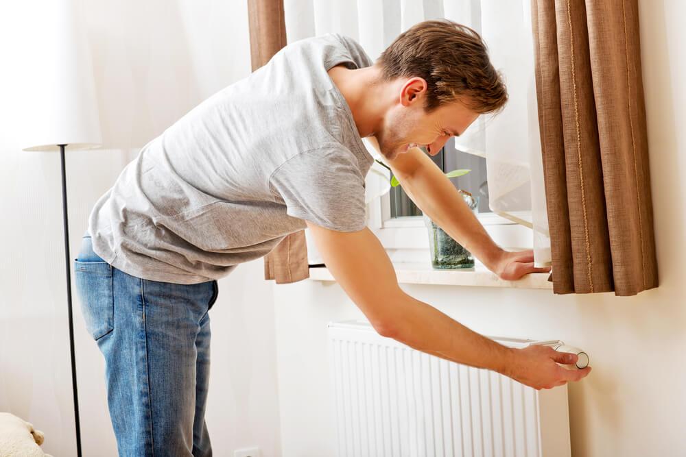 Dlaczego w okresie grzewczym w mieszkaniach pojawia się wilgoć?